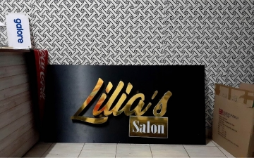 Lilias saloon
